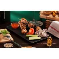"""Куриный шашлык со свежими овощами и кисло-сладким соусом """"чили"""" (170/100/30 г)"""
